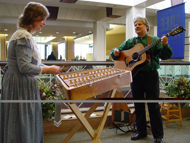 Photo of folk musicians Cathy Barton on hammer dulcimer and Dave Para on guitar.